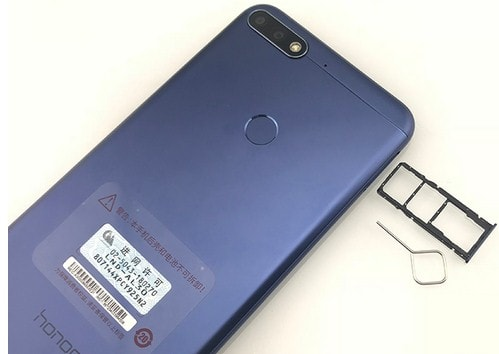 Honor 7C 32GB отдел для сим карт